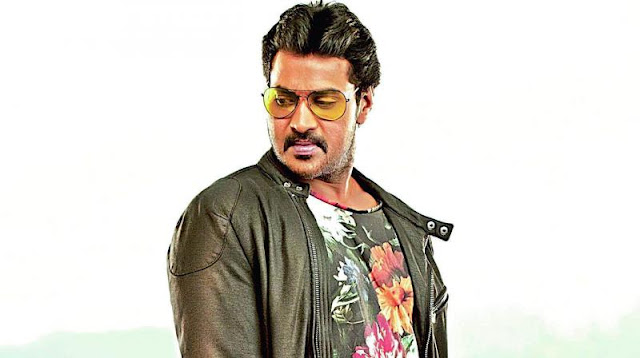 hero-sunil-to-remake-malayalam-movie-two-countries