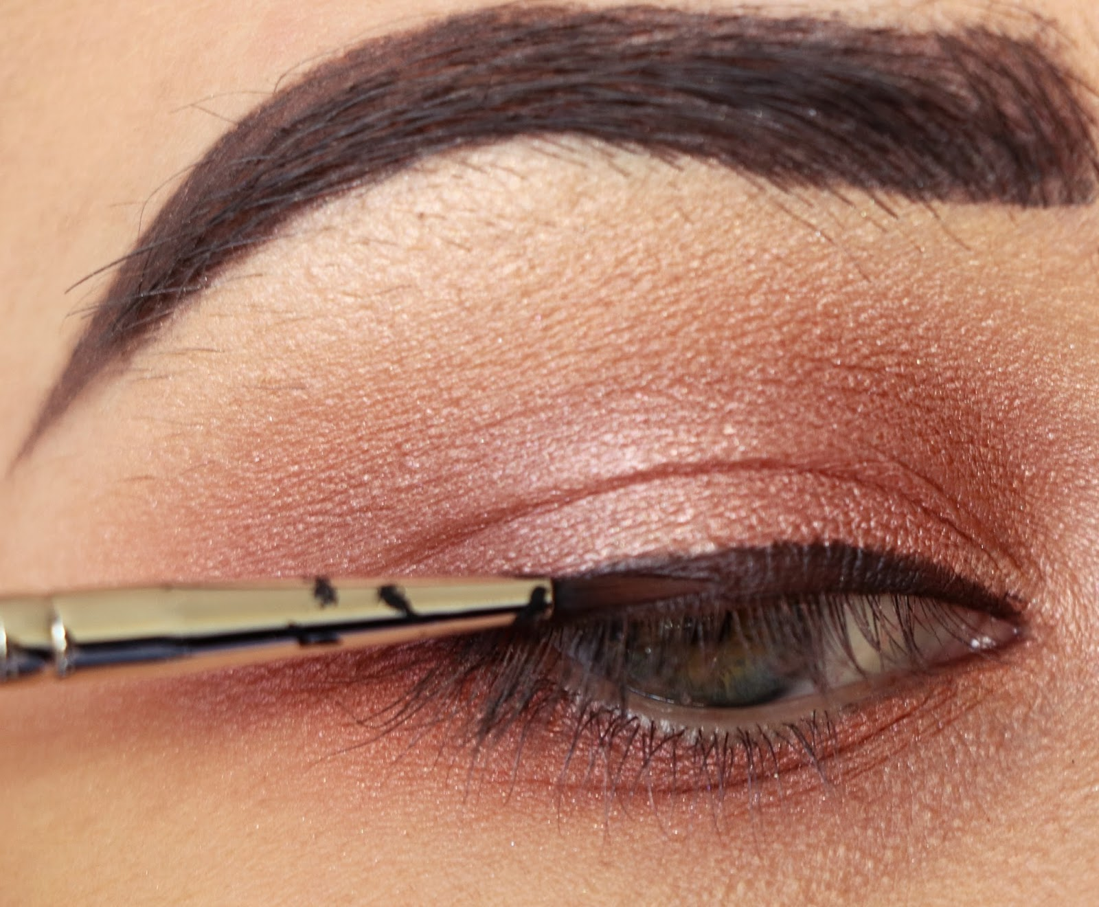 how to draw a line across your eyelid