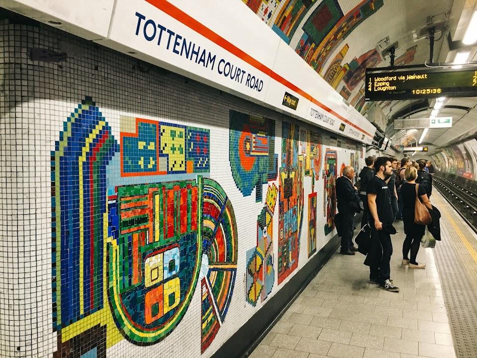 トッテナム・コート・ロード駅(Tottenham Court Road station)のホーム