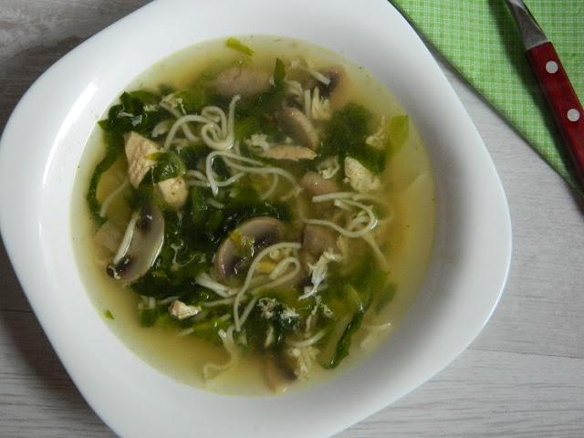 Supa de ciuperci cu pui si salata verde