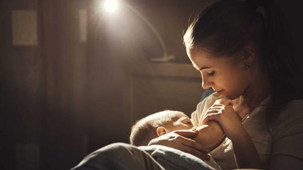 Leite materno pode impedir bebês de contraírem doença fatal