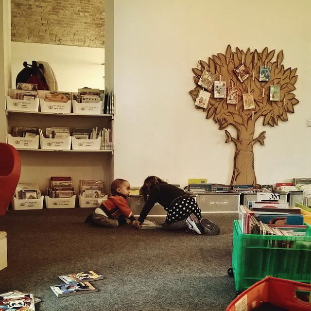 in biblioteca a pesaro con bambini