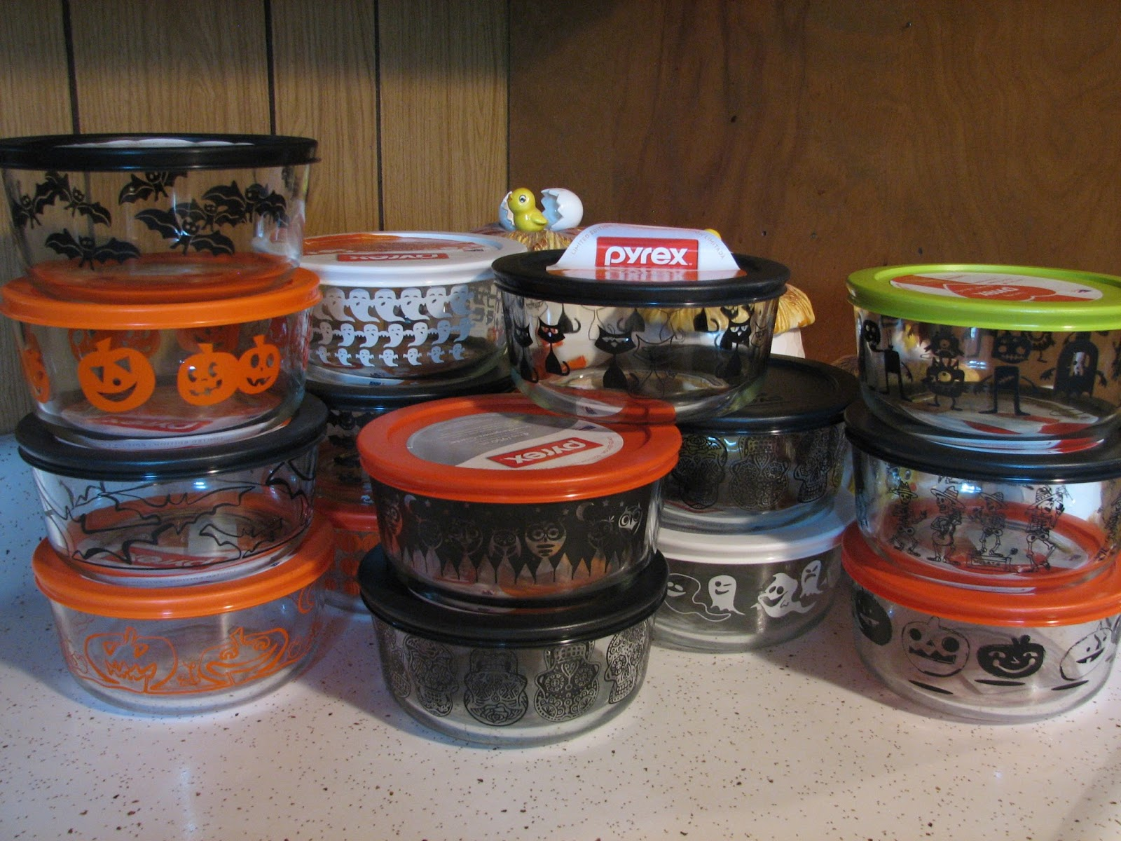 Pyrex Halloween 2020 They Call This America: Halloween Pyrex!
