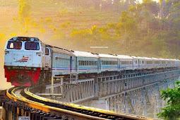 5 Jalur Kereta Api Indonesia dengan Pemandangan Terbaik
