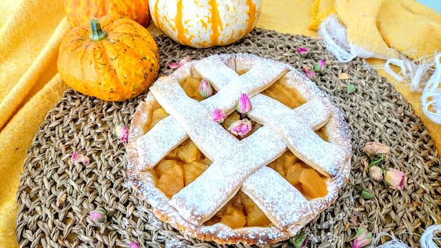 vegan Cinnamon Apple Pie with pumpkin and flowers