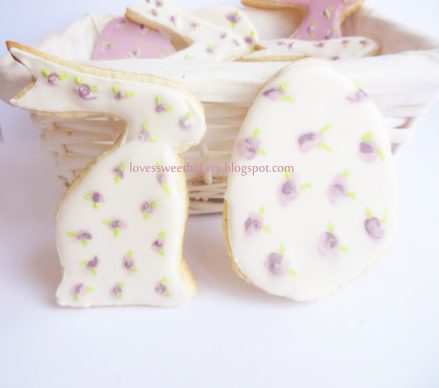 Vanilla Easter cookies with royal icing