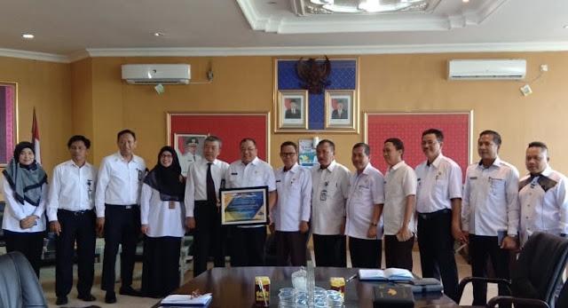KPPN Palembang Serahkan Piagam WTP ke Pemkab OKI