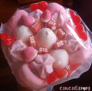 ramo de chuches novia tonos rosa,blanco y rojo