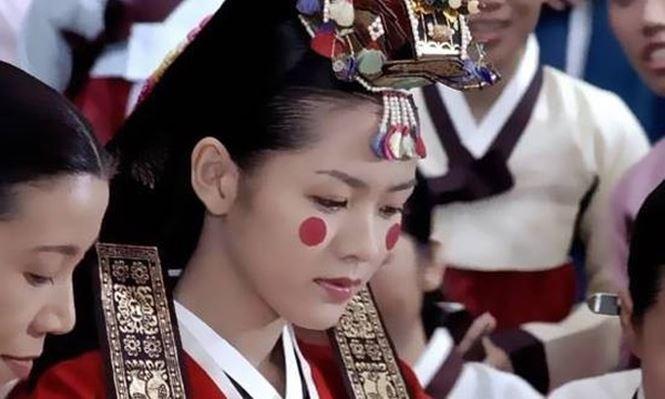 Ngắm 'quốc bảo nhan sắc' xứ Hàn của sao 'Chị đẹp mua cơm ngon cho tôi' - ảnh 2