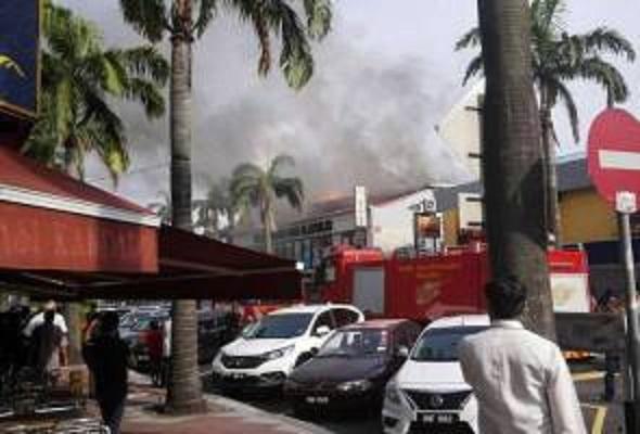 Tindakan Pantas Bomba Selamatkan Lapan Unit Kedai Di Bangsar