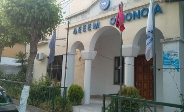 Αλβανοί έκαψαν την ελληνική σημαία στους Αγιους Σαράντα