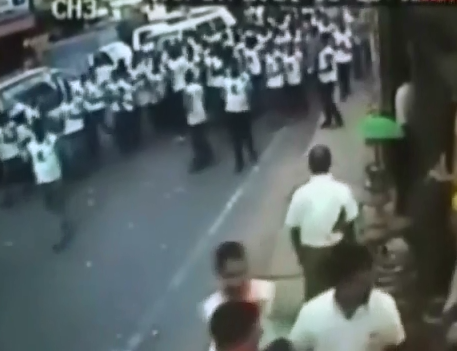 Camioneta Arrolla Manifestantes