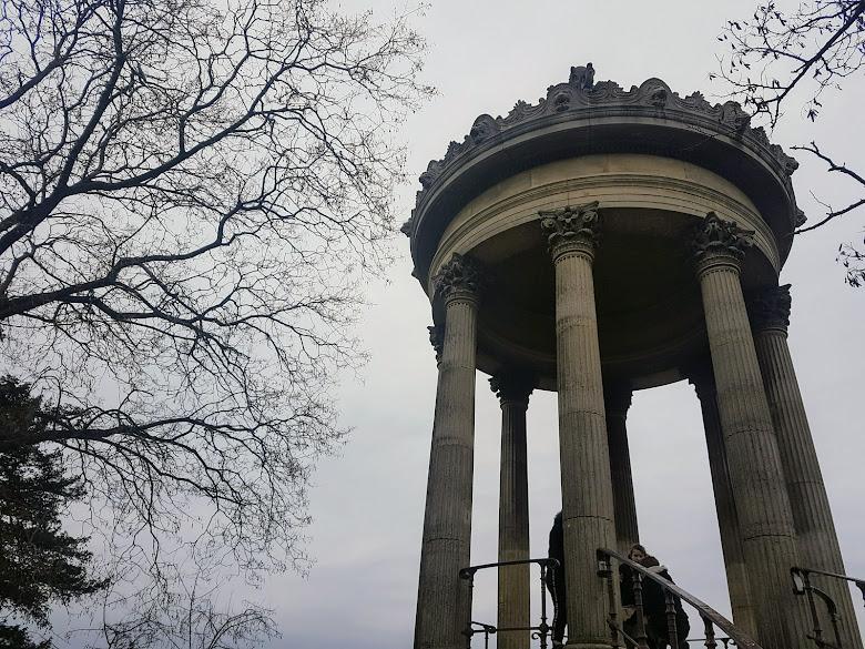 公園內的西比爾神廟 Temple Sybille (?)