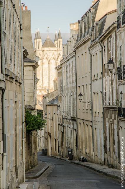 Poitiers que visitar viaje Francia en coche ruta roadtrip