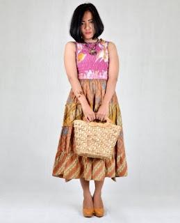 Contoh baju batik keris modern untuk ibu muda