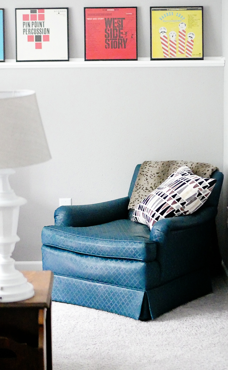 How to paint upholstery with latex paint: this tutorial is so easy and the results are awesome!