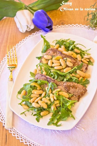 Filete de ternera con judías blancas y ajo