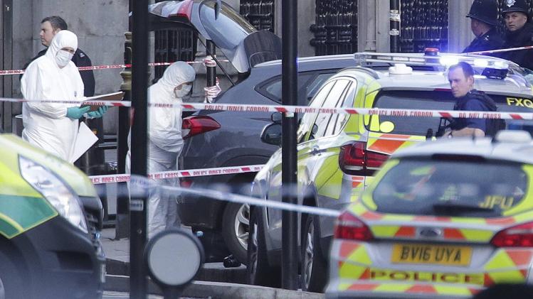 Image result for ब्रिटेन की राजधानी लंदन में संसद पर मंगलवार को एक कार से आतंकी हमला