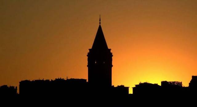 La Torre Gálata atardecer