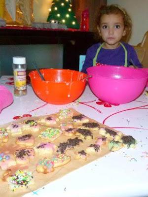 Weihnachtsplätzchen mit Kindern backen und dekorieren
