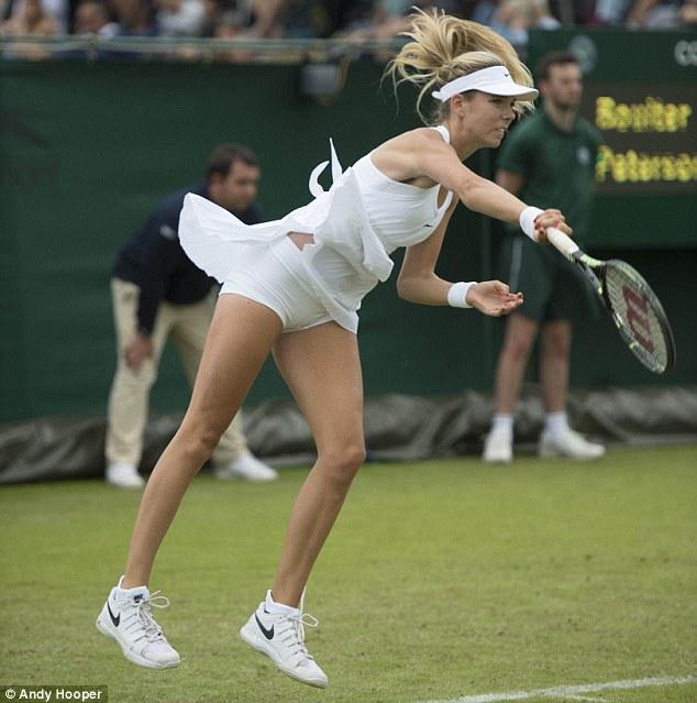 """Loạt váy """"mặc như không"""" tại Wimbledon đã bị thu hồi"""