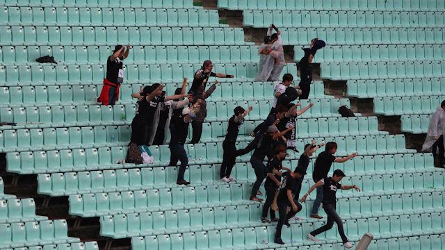 Seongnam fans celebrating their team's equaliser against Jeonbuk (Photo Credit: Howard Cheng)