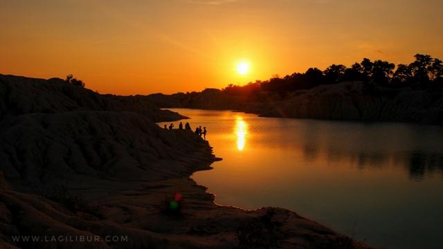 Senja di Danau Kaolin Air Bara Bangka