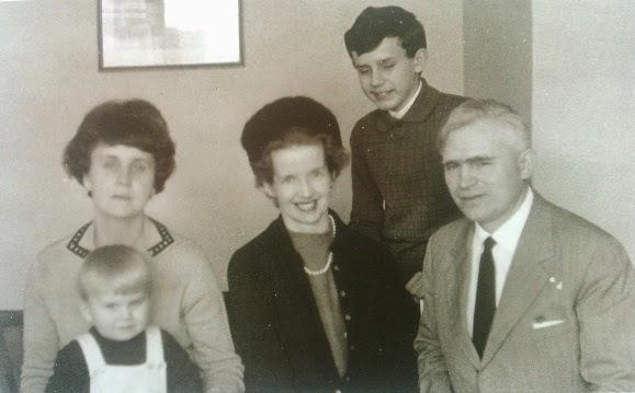 Alojzy Józekowski z rodziną i Sue Ryder - początek lat 70. XX wieku