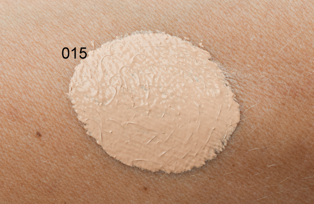 Swatch der neuen CATRICE Velvet Finish Foundation
