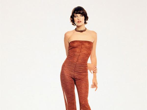Milla Jovovich con un traje que no deja nada a la imaginación