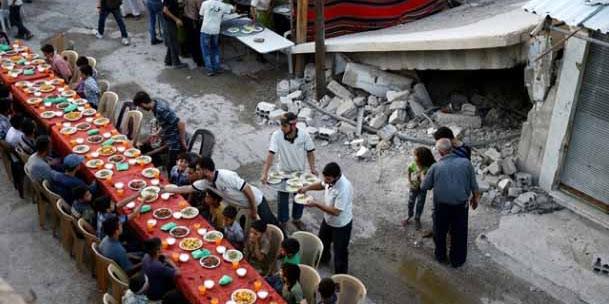 Buka Puasa Warga Damaskus di Tengah Kondisi Reruntuhan Perang