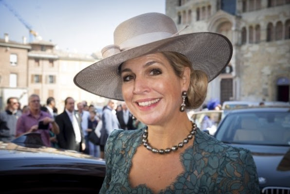 Princess Amalia, Princess Alexia and Princess Ariane, Queen Maxima wore Dolce and Gabbana Lace Dress.