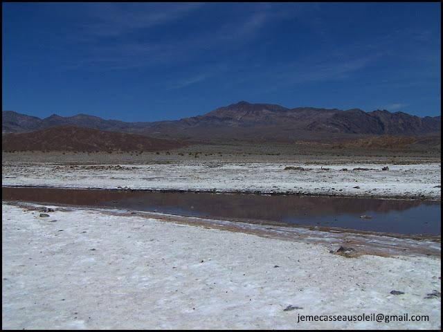 Lac salé dans la Vallée de la Mort