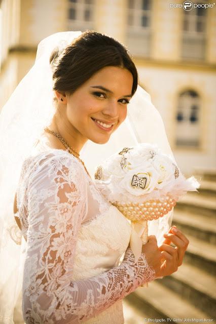 Buquê da Bruna Marquezine, Helena, na novela Em família