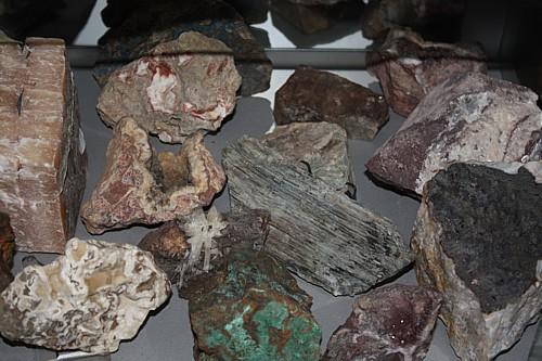 Vitrinen mit Minerale aus Thüringen
