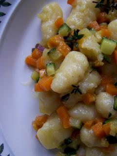 Gnocchi di patate con zucca, zucchina e timo