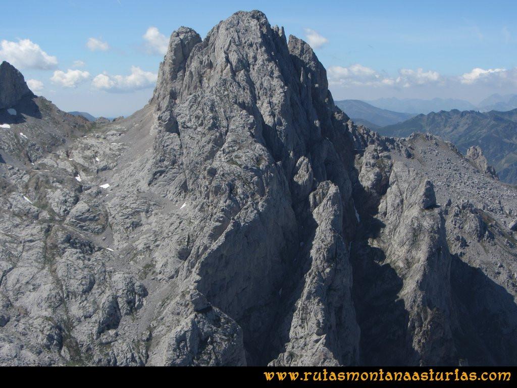 Ruta el Cable, Padiorna, Collado Jermoso, Palanca, Fuente De: Vista de la Torre del Friero desde el Jou del Llambrión