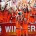 Poze frumoase de la Campionatul European de Fotbal feminin. Olanda a castigat titlul.