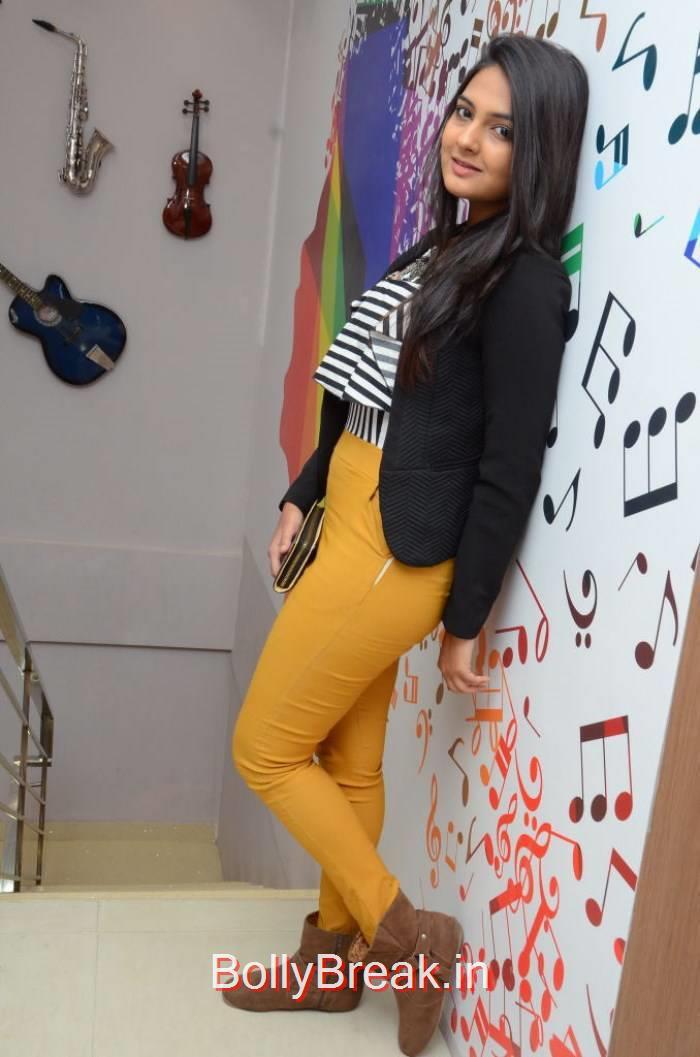 Neha Deshpande Photo Gallery, Tollywood Actress Neha Deshpande Hd Photoshoot 2015