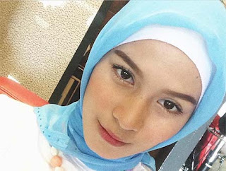 Nadira Octova Pakai Hijab