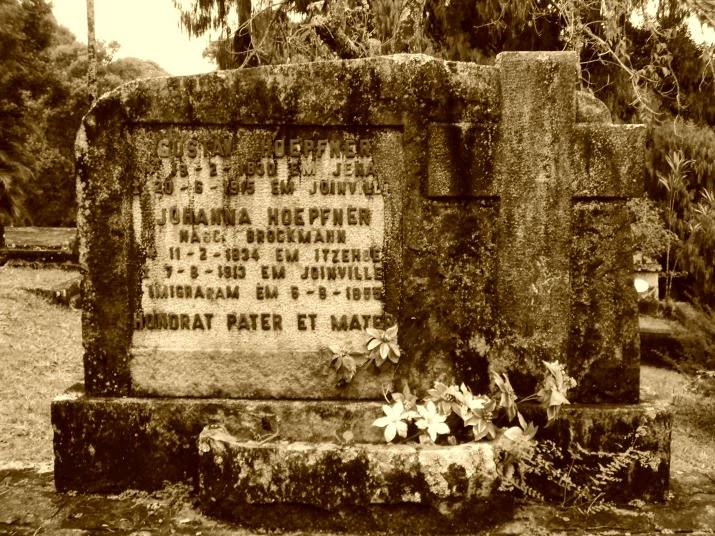 Lápide de Gustav e Johanna Hoepfner - Cemitério dos Imigrantes Alemães de Joinville