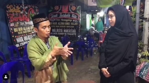 "Crew ""Islam Itu Indah"" Trans TV Menangis, Saat Melihat Ustad Maulana Berikan Susu Pada Anaknya"