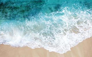 Zee en zand strand