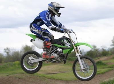 Kawasaki KX85 cocok untuk tubuh mungil dan pendek