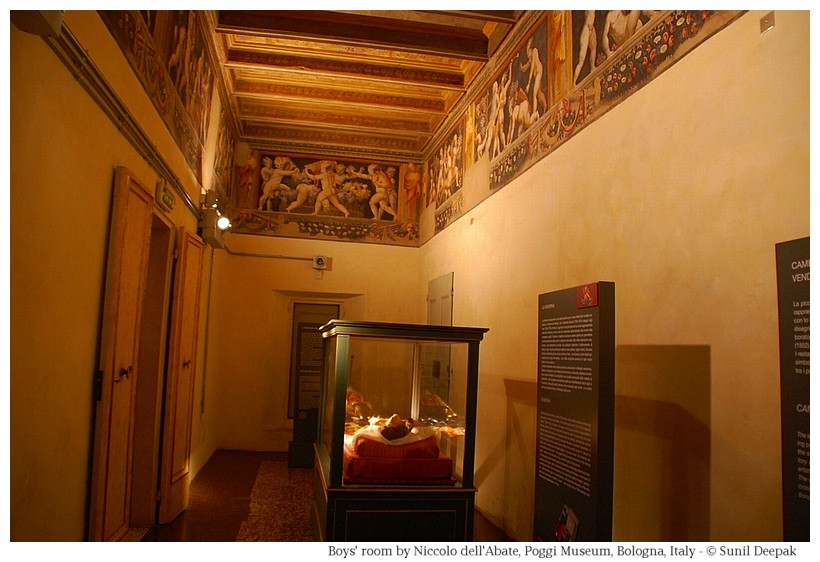 Vineyard boys' frescoes at Palazzo Poggi of Bologna, Italy - Image by Sunil Deepak