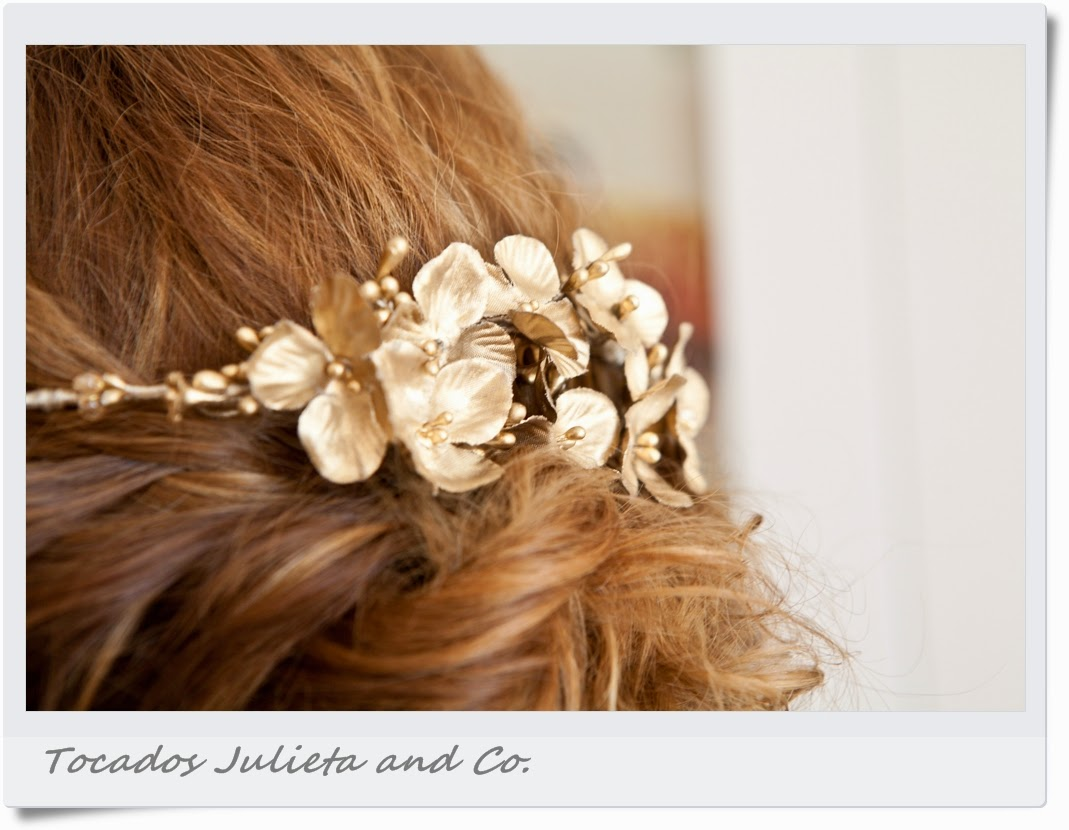 corona flores doradas