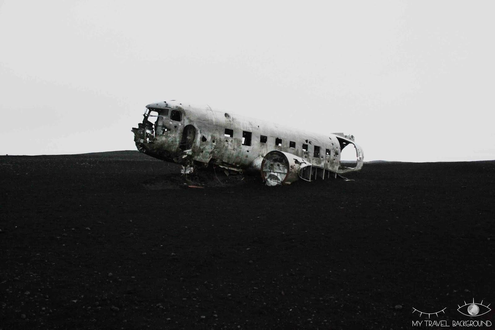 My Travel Background : 18 lieux à découvrir absolument en Islande, marcher dans le désert jusqu'au DC-3 de l'armée américaine