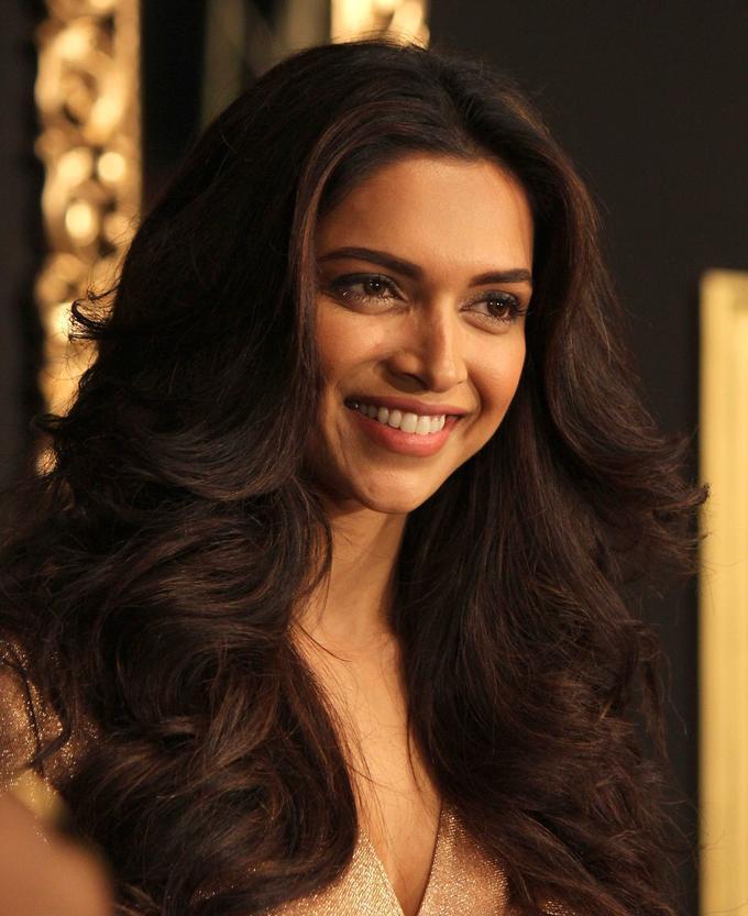 Beautiful Bangalore Girl Deepika Padukone Long Hair Face Close Up Stills