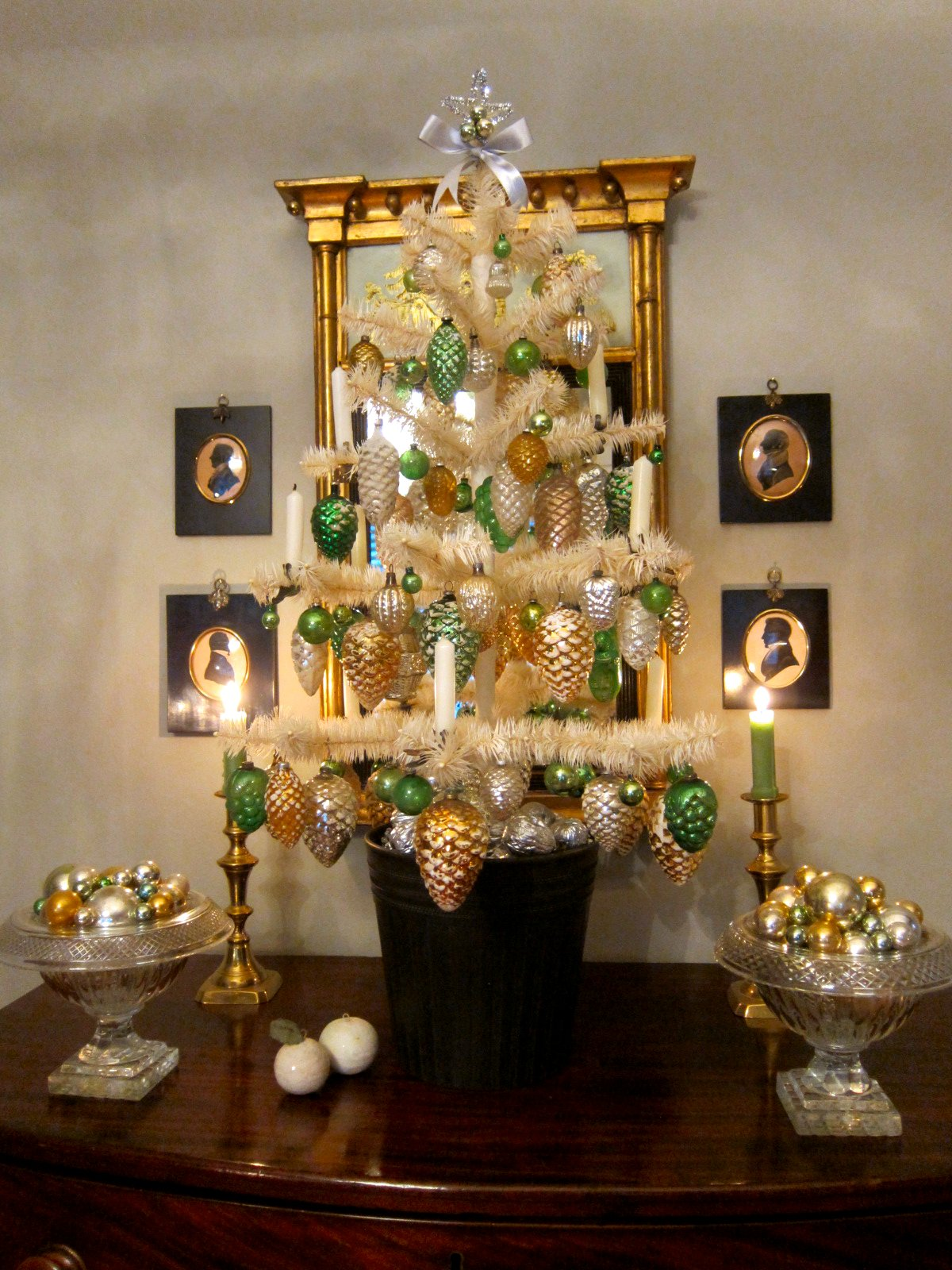 Chronica Domus: The Golden Glow of Christmas