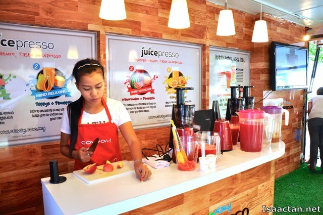 Live demonstration on how to use the Coway Juicepresso Slow Juicer